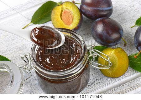 close up of fresh plum jam and fresh plums