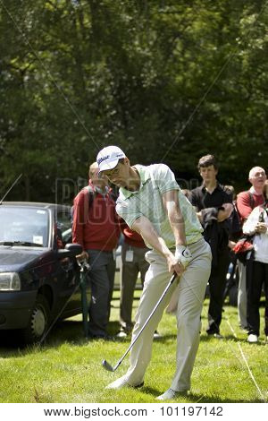 WENTWORTH, ENGLAND. 21 MAY 2009.Scott STRANGE AUS plays a shot out of the car park whilst playing in the European Tour BMW PGA Championship.