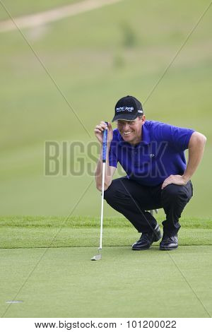 KENT ENGLAND, 29 MAY 2009. Anders HANSEN (DEN) lines up a putt on the 10th green playing in the second round of the European Tour European Open golf tournament.