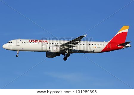 Iberia Airbus A321 Airplane Madrid Airport