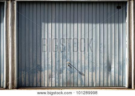 Striking garage