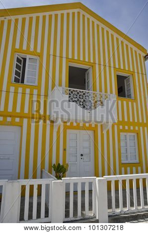 Yelow Coloured Stripes House