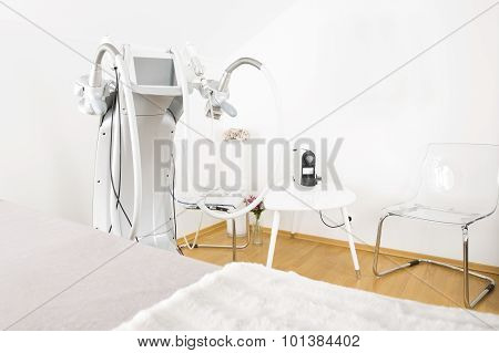 Body treatment clinic with advanced equipment