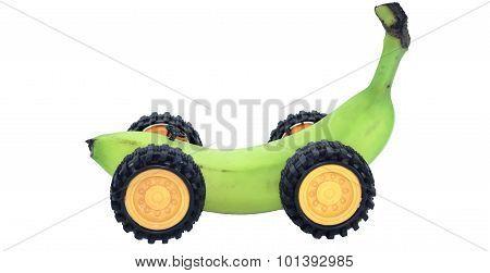plátano verde sobre ruedas