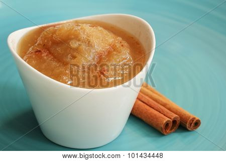 Apple sauce with cinnamon