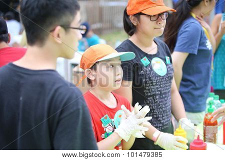 Family working Guandong Cheong Fun