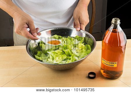 Apple Cider Vinegar Effective Natural Remedy To Remove Pesticides Residue From Vegetable.