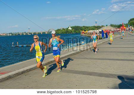 Winner and runner-up of the triathlon women's race