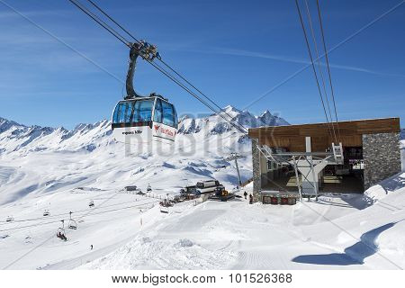 VAL D'ISERE FRANCE - FEBRUARY 10 2015: Famous cable way in Val d'Isere resort part of the Espace killy ski area.