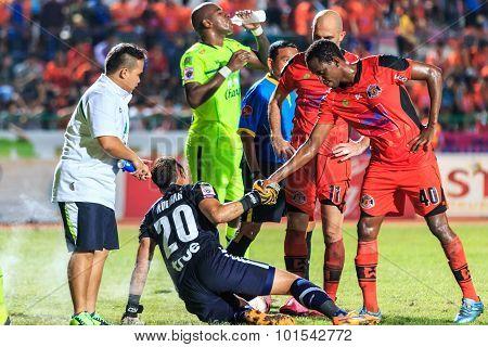 Sisaket Thailand-september 12: Adefolarin Durosinmi Of Sisaket Fc. (orange) Show Good Sportsmanship