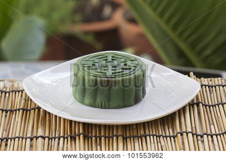 Moon Cake With Matcha & Red Bean Filling