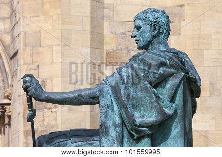Constantine Statue In York