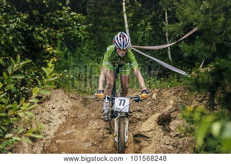 girl mountainbike down stones