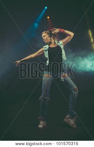 Dynamic animated woman dancing