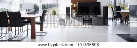 Tv In Fashionable House
