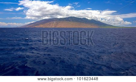 Tropical Blue Waters Leading To The Hawaiian Island Of Maui
