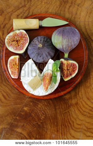 Cheese with white mold (Camembert, Brie) with fresh figs