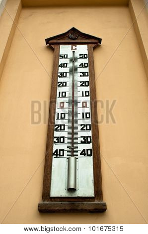 A Large Wall-mounted Mercury Temperature Gauge