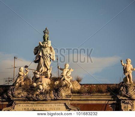 statues naples