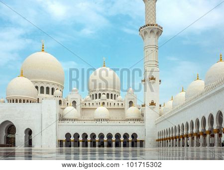Mosque of Sheikh Zayed in UAE.