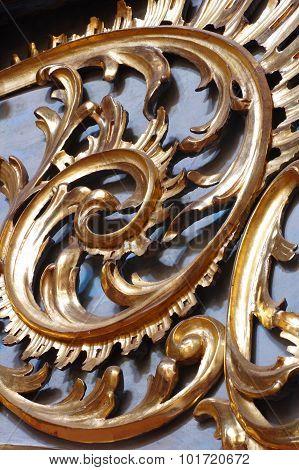 Baroque spiral ornamental plant gold
