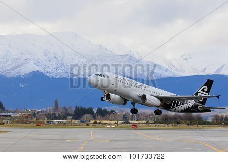 Queen Town Newe Zealand-september 6: Air New Zealand Plane Take Of From Queen Town Airport  In South