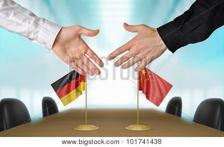 Germany and China diplomats agreeing on a deal