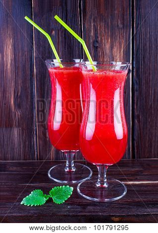 Water-melon smuz in a tall glass