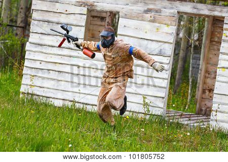 Dynamic Paintball Sportsman On The Run