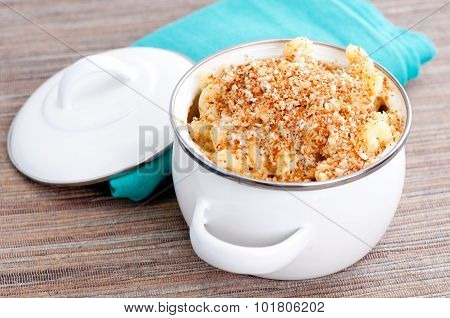Macaroni With Cheese And Breadcrumb Topping