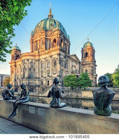 Sculpture Three Girls and a Boy, Berlin Dome, Mitte, Berlin