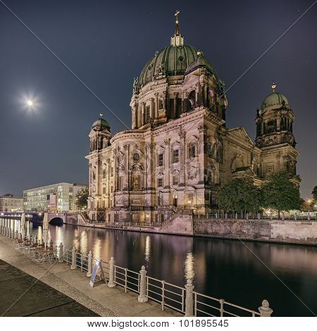 Berliner Dome Cathedral at night
