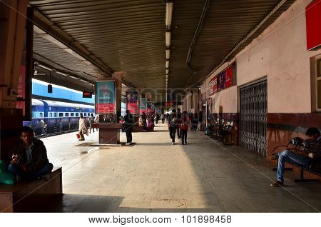Jaipur, India - January 3, 2015: Crowd On Platforms At The Railway Station Of Jaipur