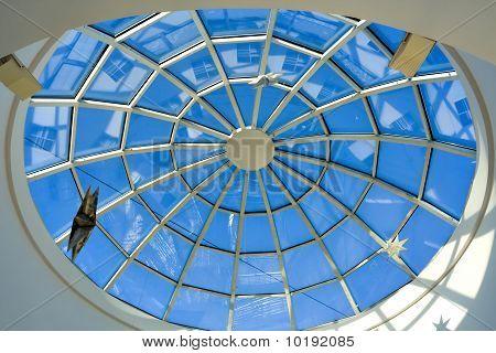 abstrakt blau geometrische Decke im Office center