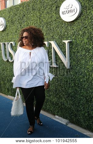 : Oprah Winfrey attends US Open 2015 tennis match between Serena and Venus Williams