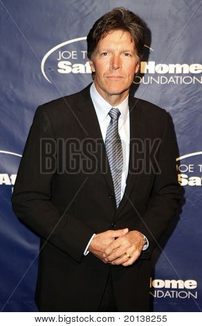 NEW YORK - NOV 11: Stone Phillips attends the 8th Annual Joe Torre Safe at Home Foundation Gala at Pier Sixty at Chelsea Piers on November 11, 2010 in New York City.