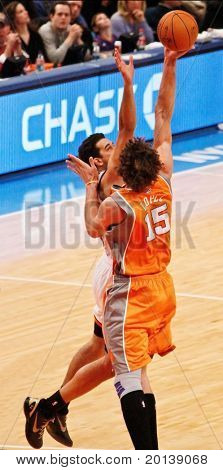 NEW YORK - JANUARY 17:  New York Knicks guard Landry Fields (6) and Phoenix Suns center Robin Lopez (15) battle for the ball on January 17 at Madison Square Garden in New York City.