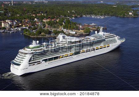 gian cruise-liner