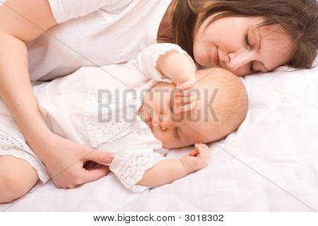 Bebê com a mãe