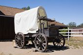 pic of ox wagon  - Old style covered wagon used in the 1800 - JPG