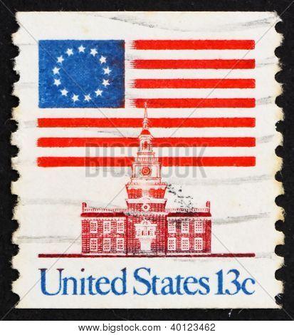 Postage Stamp Usa 1975 13-star Flag And Independence Hall