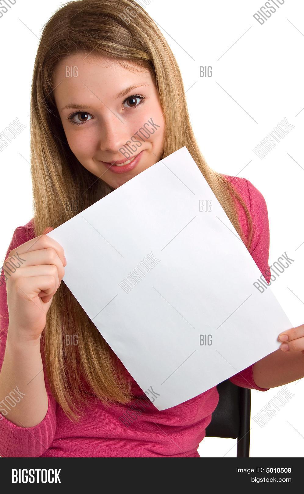 Фото девушек в руках с листком