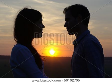 Silhouette sweethearts at sunset