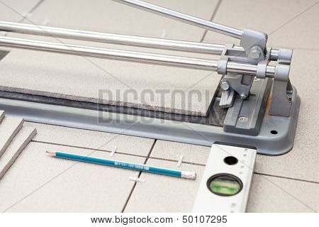 Small Tile-cutter With Laying Tiles, Pencil And Level Tube