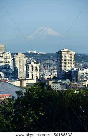 Seattle And Mt Rainer