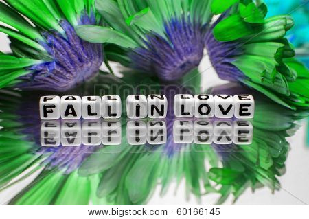 Green Flowers And Fall In Love Message