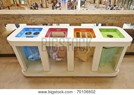 Four Color Trash Cans