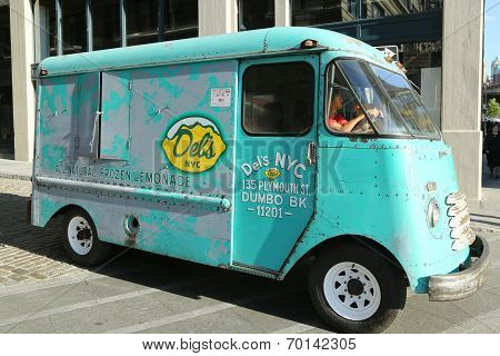 Del's NYC Frozen Lemonade Truck