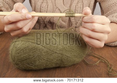 first steps of learning to knit. Knitting.
