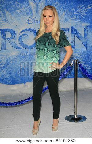 LOS ANGELES - NOV 19: Kendra Wilkinson at the premiere of Walt Disney Animation Studios' 'Frozen' at the El Capitan Theater on November 19, 2013 in Los Angeles, CA